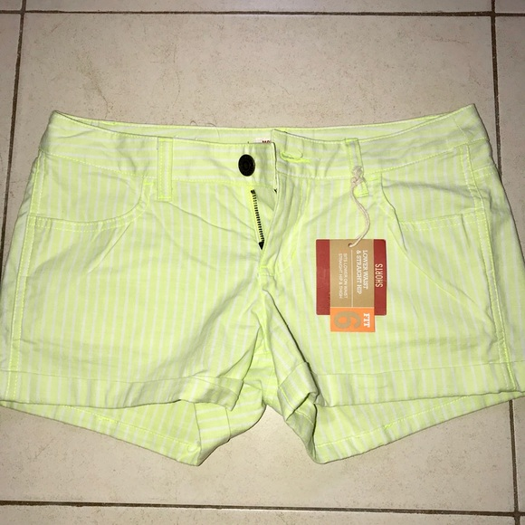 aae48404a1 Mossimo Supply Co. Shorts | Womens Size 7 Green Lower Waist Mossimo ...